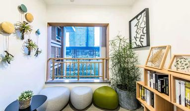 New well-refined family hotel near subway station for sale in China